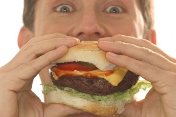 Podatek od fast - foodów nie wyleczy z otyłości