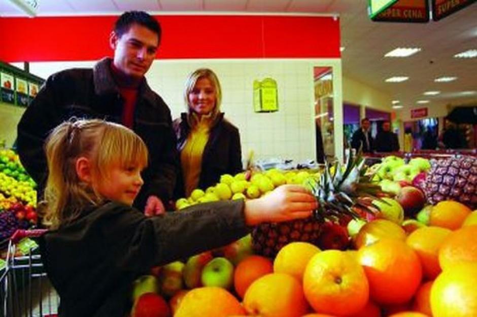 Koszyk cen w supermarketach: Sklepy sieci Polomarket obniżają ceny, w Społem ceny rosną