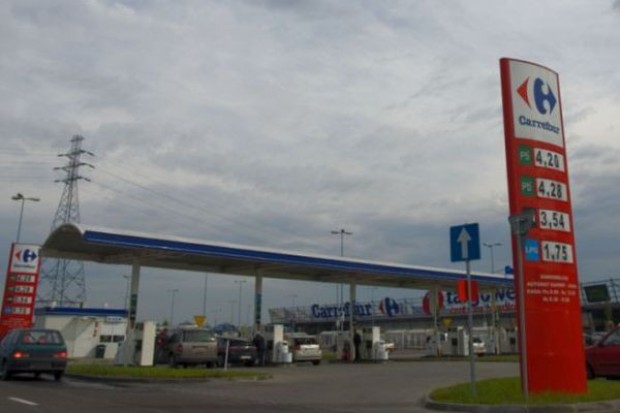 W Polsce spada liczba sklepów na stacjach paliw