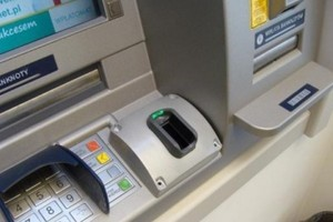 W Warszawie powstał pierwszy bankomat biometryczny w Polsce