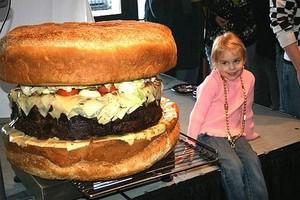 W Kalifornii przygotowano hamburgera w rozmiarze XXXXL