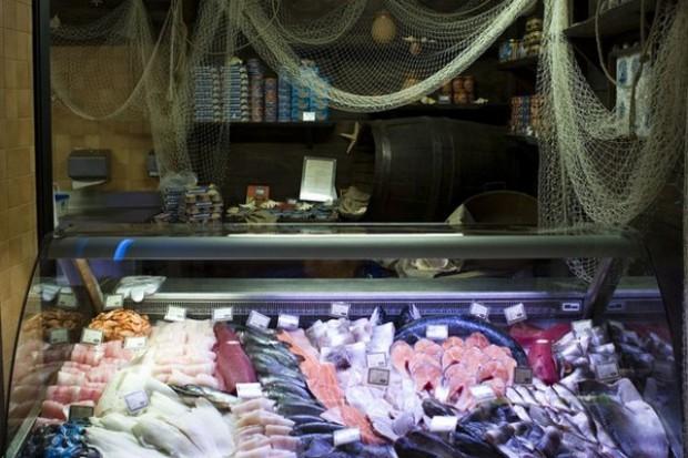 Greenpeace: Sieci sprzedają zagrożone gatunki ryb