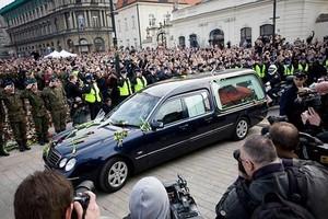 Trumna z ciałem Lecha Kaczyńskiego będzie wystawiona na widok publiczny we wtorek