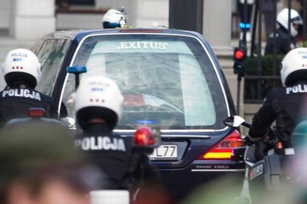 Trwają przygotowania do przejazdu konduktu z trumną z ciałem Marii Kaczyńskiej