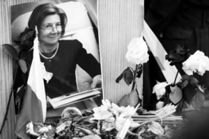 Trumny Marii i Lecha Kaczyńskich zostały wystawione w Pałacu Prezydenckim