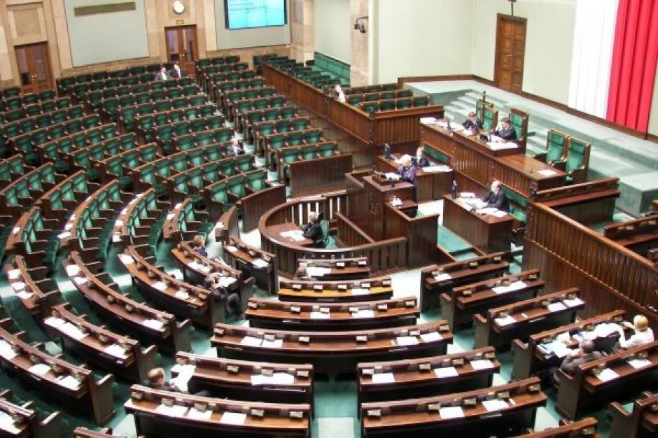 Posłowie i senatorowie uczcili pamięć ofiar katastrofy pod Smoleńskiem