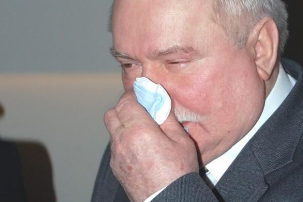 Warszawa opłakuje ofiary. Wałęsa myśli o powrocie