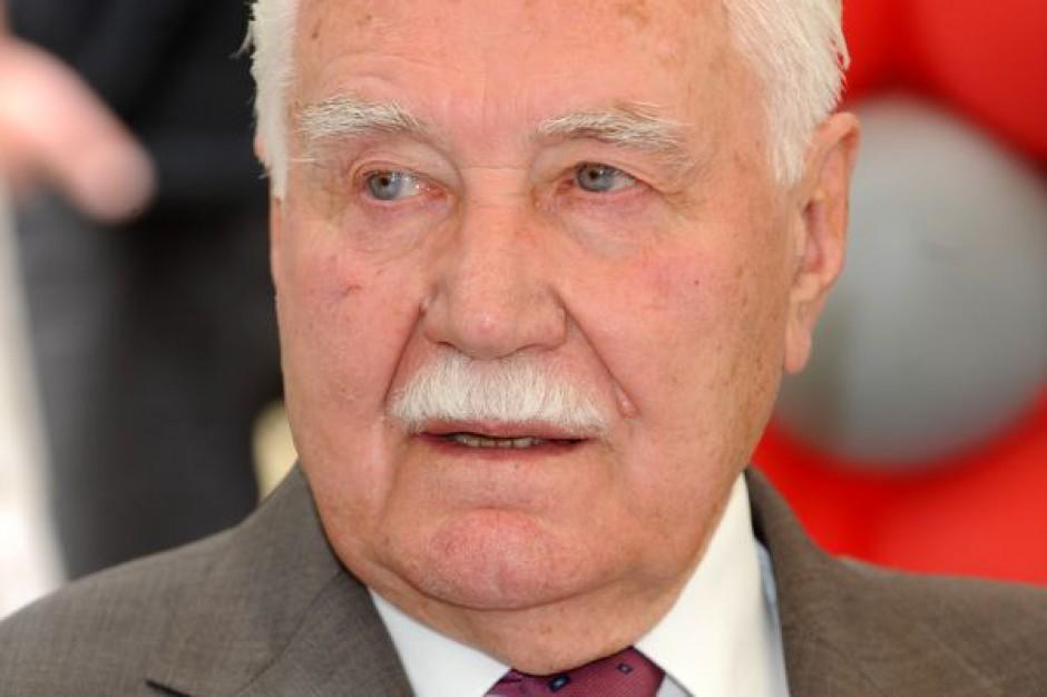 Polacy oddają ostatni hołd prezydentowi Ryszardowi Kaczorowskiemu