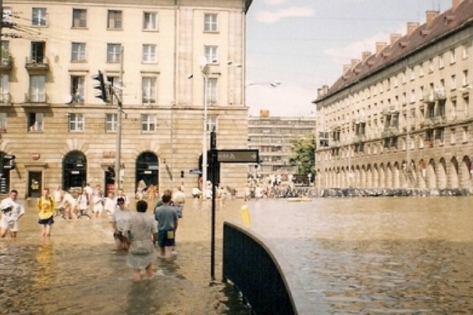 Wielka fala powodziowa zbliża się do Warszawy