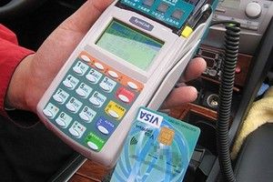 17 banków wprowadzi karty zbliżeniowe Visa payWave. Wkrótce będzie można nimi płacić m.in. w Carrefourze