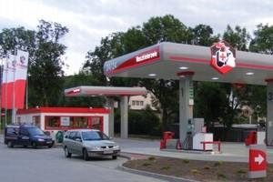 Stacje paliw przy sklepach podbijają rynek