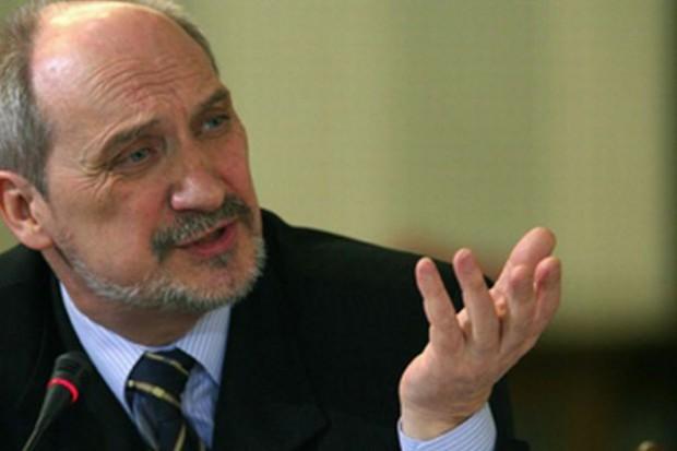 Macierewicz: Polityczna odpowiedzialność za katastrofę jest jasna