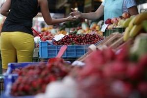 Niższe zbiory większości gatunków owoców i warzyw