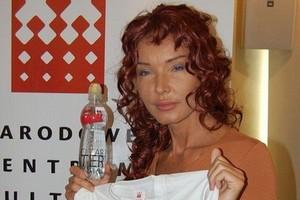 Eva Minge zaprojektowała etykietę wody, która będzie promować Polskę w świecie