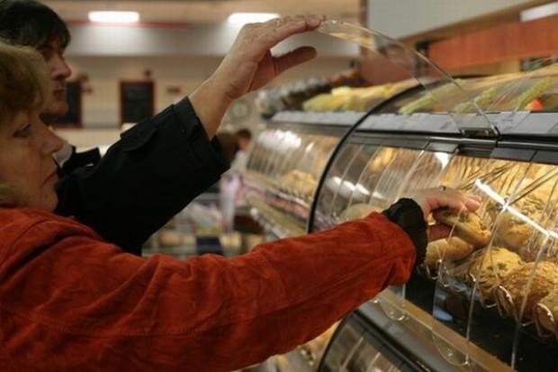 Polacy jedzą coraz mniej pieczywa, więcej owoców