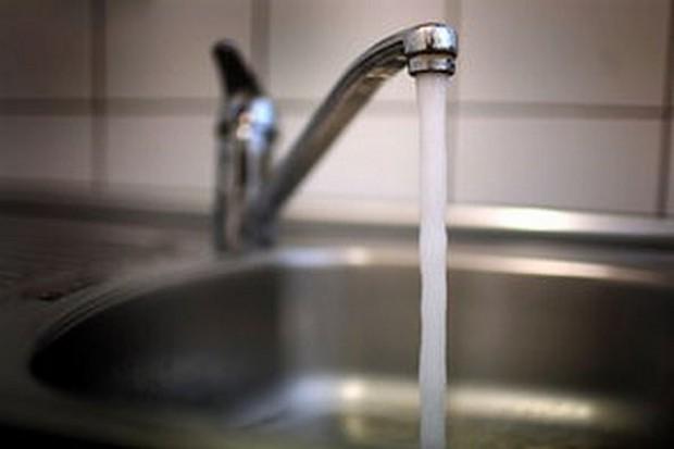 Eksperci: Woda z kranu jest bezpieczna dla zdrowia