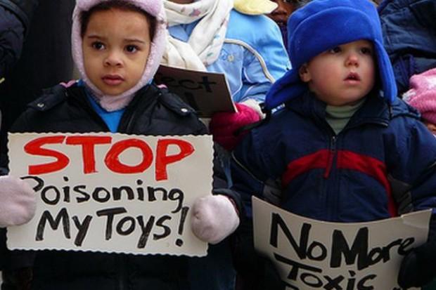 Konfiskata 250 tys. toksycznych zabawek z Chin