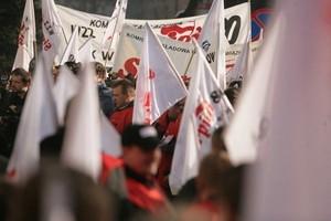 Kilkutysięczna manifestacja przed Ministerstwem Finansów