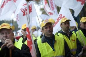 Pracownicy sieci Real, Biedronka, Makro, Carrefour i Kaufland  protestują w stolicy