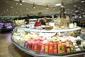 Ceny w dyskontach i średnich sklepach spadły