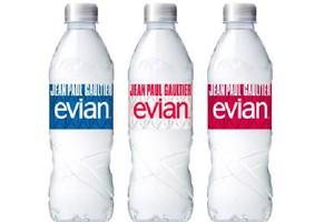 Danone negocjuje sprzedaż działu wody butelkowanej, w tym marki Evian