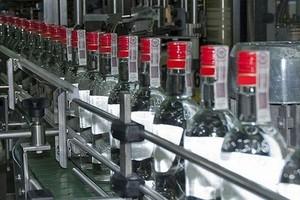 Szara strefa przejęła 15-25 proc. polskiego rynku mocnych alkoholi