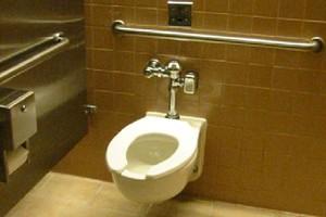 Kobieta przeżyła 3 tygodnie zamknięta w łazience