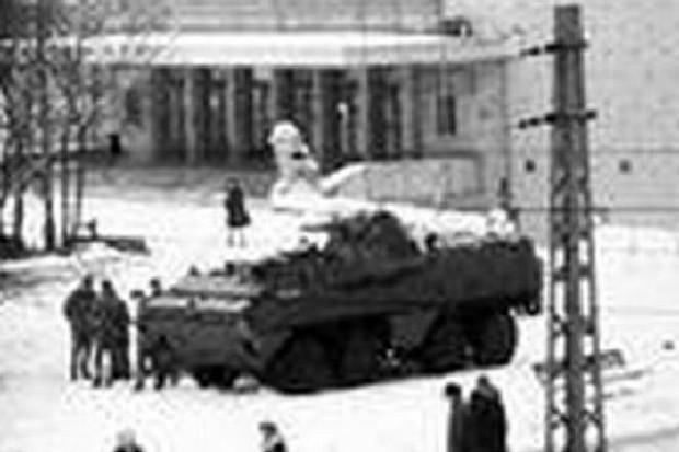41 proc. Polaków: wprowadzenie stanu wojennego było uzasadnione
