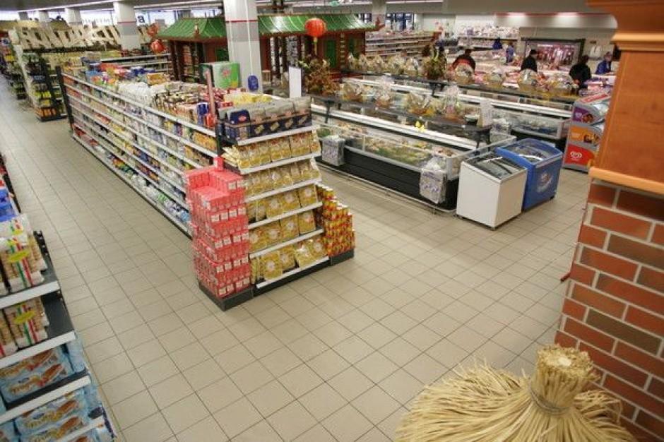 Analiza: Ceny żywności w sieciach hipermarketów wyższe niż w ubiegłym roku