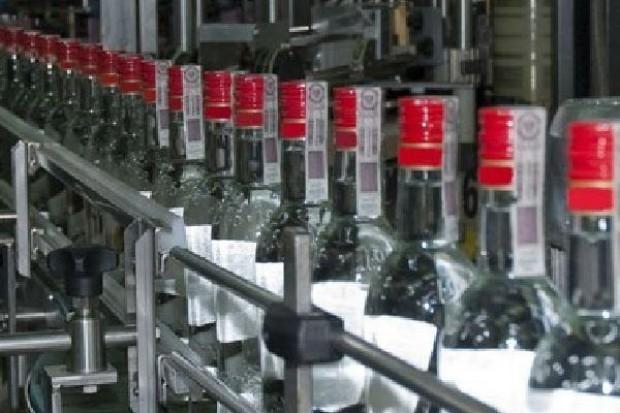Sprzedaż wódki w Polsce spadła w 2010 r. o niemal 5 proc.