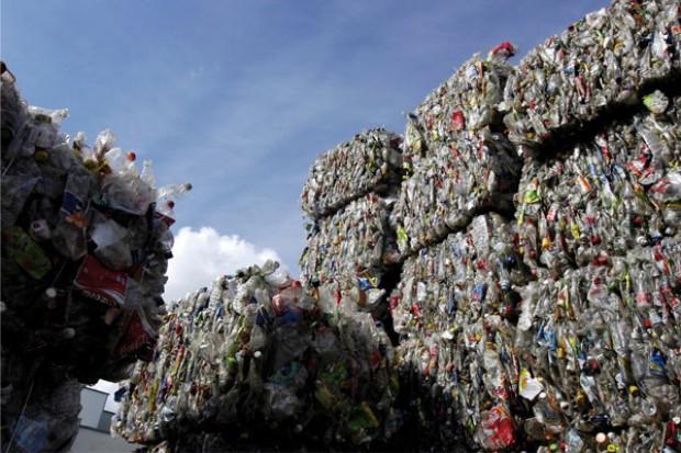 Właściciele sklepów i firm spożywczych unikną kar za śmieci