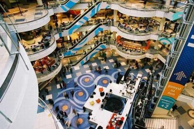 Trwa zaskakujący spadek obrotów w centrach handlowych