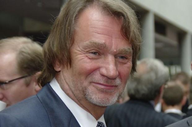 Jan Kulczyk tworzy sieć ładowania aut elektrycznych. 12 takich punktów powstaje w warszawskich centrach handlowych