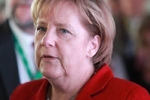 Kanclerz Niemiec: Rozpatrzymy sposoby, których może użyć UE, by wyrównać straty hiszpańskich rolników