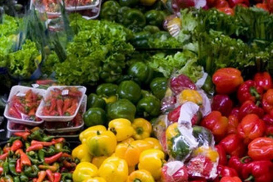 Ekspert: Ceny ogórków i pomidorów wracają do poziomu sprzed pojawienia się doniesień o bakteri E.coli