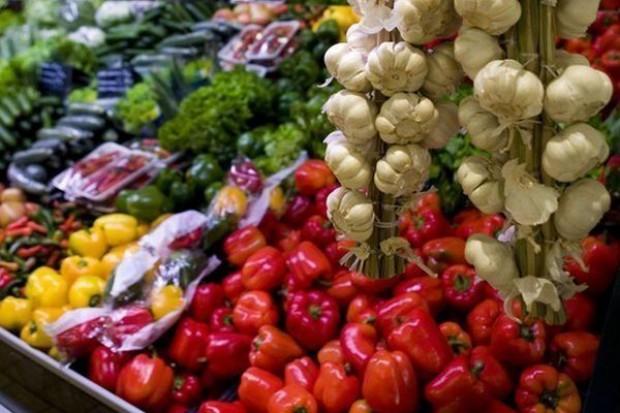 Niewielki wzrost produkcji warzyw gruntowych, zdecydowanie większa produkcja owoców z drzew