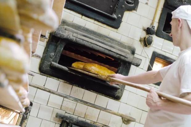 Małe piekarnie upadają. Zastępują je duże zakłady dostarczające mrożone pieczywo do marketów