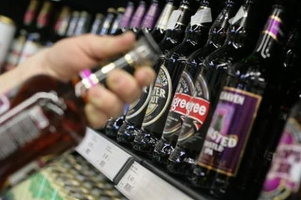 Sieci handlowe korzystają na rywalizacji piwnych gigantów