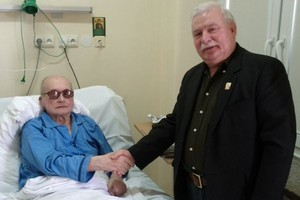 Wałęsa odwiedził Jaruzelskiego w szpitalu
