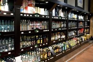 Wartość rynku alkoholi dalej spada. Tracą głównie wódki i piwa
