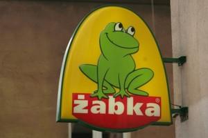 """Żabka otworzy przynajmniej jeden sklep dziennie. Sieć rusza z akcją """"Sklep za czynsz"""""""