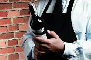 Biedronka i Lidl walczą o rynek win w Polsce. To oznacza problemy importerów