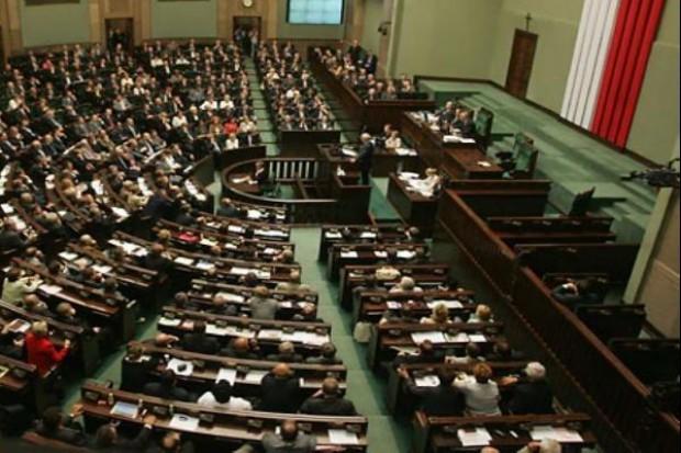 Posłowie złożyli ślubowania w Sejmie VII kadencji