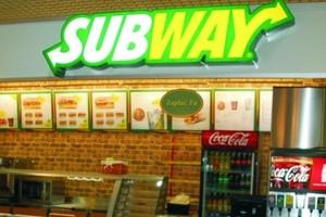 """Subway zaczyna budować w Polsce """"kioski fast foodowe"""". Placówki mogą pojawić się w szkołach i szpitalach"""