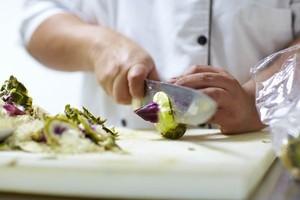 """60 proc. Polaków jest gotowych zapłacić więcej za """"ekologiczny"""" posiłek w restauracji"""