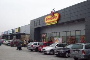 Ruszyło Centrum Zakupów ze sklepami Biedronka i Rossmann w Ząbkach
