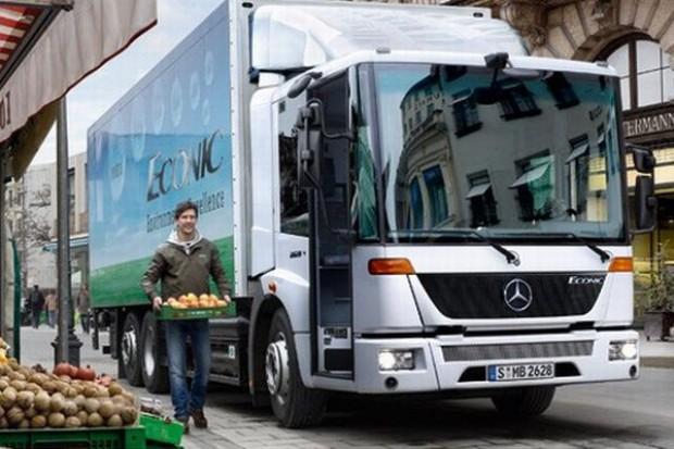 Biedronka buduje ekologiczną flotę transportową. Kupuje ciężarówki Mercedes-Benz