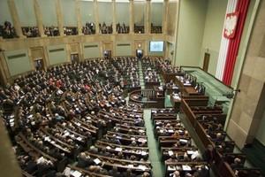 Polacy w większości negatywnie oceniają działalność parlamentu
