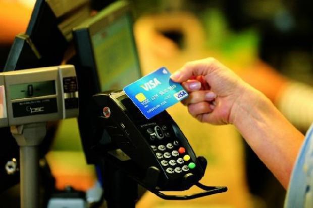 Auchan i Carrefour inwestują w płatności zbliżeniowe