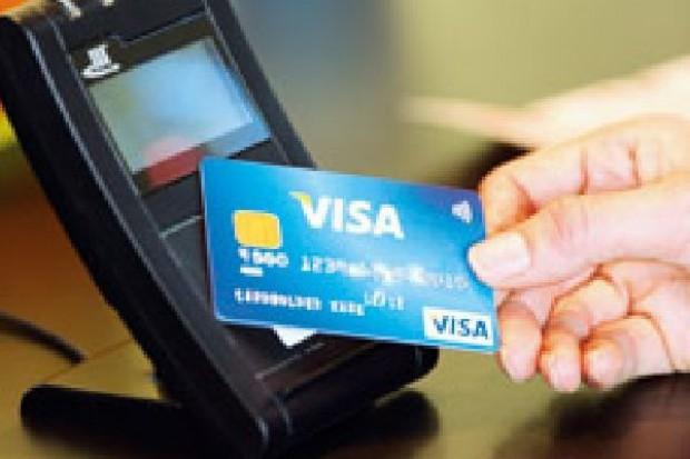 Karty płatnicze wypierają gotówkę